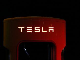 Tesla invierte 1,500 mdd en bitcoin y precio de la criptomoneda sube 10% - e087.com